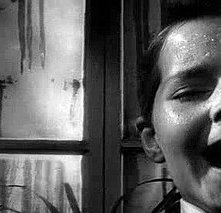 Martin Stephens con Peter Wyngarde in una scena del film Suspense