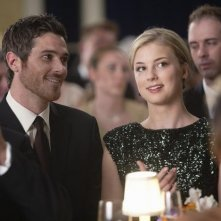 Brothers & Sisters: Emily VanCamp e Dave Annable in una scena dell'episodio The Wig Party