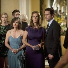 Brothers & Sisters: Sally Field, Matthew Rhys e Rachel Griffiths in una scena dell'episodio The Wig Party