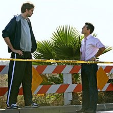 CSI Miami: Pau Gasol ed Eddie Cibrian in una scena dell'episodio Point of Impact