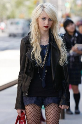 Taylor Momsen in una scena dell'episodio How to Succeed in Bassness di Gossip Girl