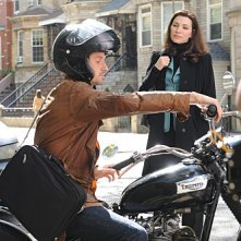 The Good Wife: Julianna Margulies e Chris Bowers in una scena dell'episodio Unorthodox