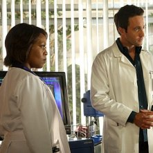 Three Rivers: Alex O'Loughlin ed Alfre Woodard nell'episodio The Luckiest Man