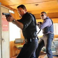CSI New York: Gary Sinise e Laurence Fishburne in una scena dell'episodio Hammer Down
