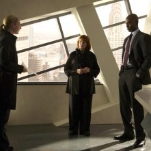 Fringe: Anna Torv, Lance Reddick e Blair Brown nell'episodio Of Human Action