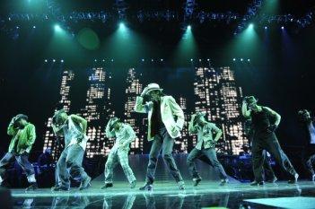 Michael Jackson durante in un'immagine di This is it