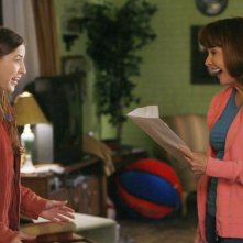 The Middle: Eden Sher e Patricia Heaton nell'episodio The Front Door