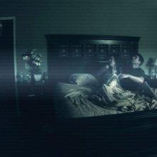 Una sequenza dell'horror Paranormal Activity (2007) con Micah Sloat e Katie Featherston