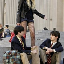 Jenny (Taylor Momsen), Jonathan (Matt Doyle) ed Eric (Connor Paolo) nell'episodio How to Succeed in Bassness di Gossip Girl
