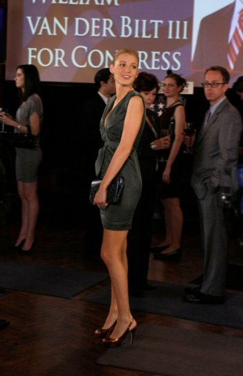 Blake Lively al party organizzato per le elezioni al congresso nell'episodio The Grandfather: Part II di Gossip Girl