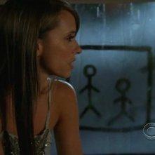 Ghost Whisperer: Jennifer Love Hewitt in una sequenza di 'Cause for Alarm', episodio della stagione 5