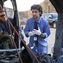 David Krumholtz durante l'indagine nell'episodio Dreamland di Numb3rs