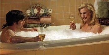 Katee Sackhoff e Simon Helberg nell'episodio The Vengeance Formulation di The Big Bang Theory