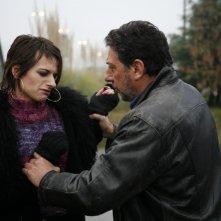 Sergio Castellitto insieme ad Anita Kravos in una immagine del film Alza la testa