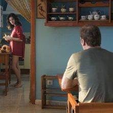 Una sensuale Penelope Cruz (sullo sfondo) in una scena del film Los Abrazos Rotos