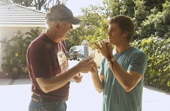 Dexter: Michael C. Hall e John Lithgow nell'episodio If I Had a Hammer
