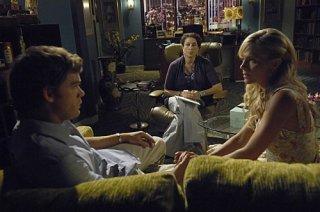 Dexter: Michael C. Hall e Julie Benz in una scena dell'episodio If I Had a Hammer