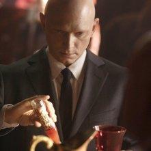 Fringe: Michael Cerveris in una scena dell'episodio August