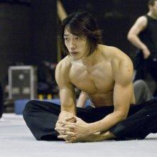 Rain si prepara ad una scena di Ninja Assassin, sul set del film