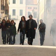 Riccardo Scamarcio con Giovanna Mezzogiorno (al centro) nel film La prima linea