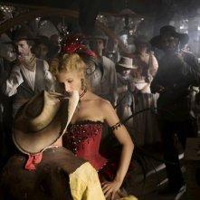 Lucky Luke (Jean Dujardin) e Belle (Alexandra Lamy) in una scena del film Lucky Luke