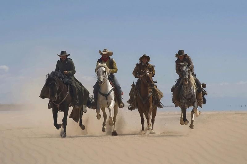 Melvil Poupaud Jean Dujardin Sylvie Testud E Michael Youn A Cavallo Nel Film Lucky Luke 137156