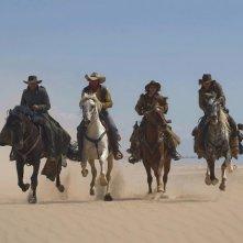 Melvil Poupaud, Jean Dujardin, Sylvie Testud e Michaël Youn a cavallo nel film Lucky Luke