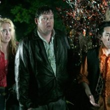 Mercedes McNab, Joel Murray e Parry Shen in una scena di Hatchet