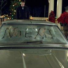 No Exit: una scritta inquietante per James Marsden e Cameron Diaz in una scena del film The Box di Richard Kelly