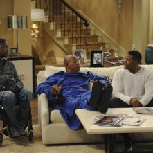 Brothers: Carl Weathers, Michael Strahan e Daryl Mitchell in una scena dell'episodio Mom at Bar/Train Buddy