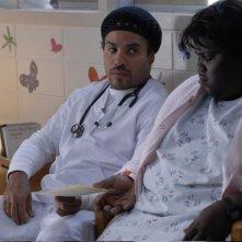Gabourey Sidibe e Lenny Kravitz in una scena del film Precious