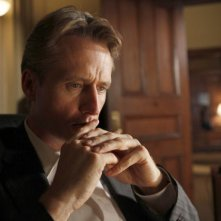 Law & Order: Linus Roache nell'episodio Dignity