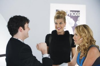 Ugly Betty: Kristen Johnston, Becki Newton e Michael Urie nell'episodio Plus None