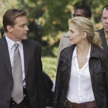 V: Roark Critchlow ed Elizabeth Mitchell in una scena dell'episodio A Bright New Day