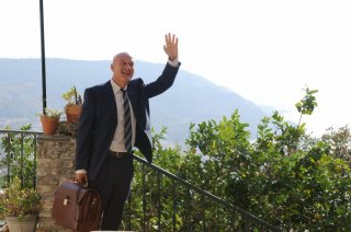 Claudio Bisio nel film Benvenuti al Sud (2009)