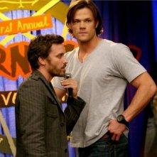 Supernatural: Rob Benedict e Jared Padalecki in una scena dell'episodio The Real Ghostbusters