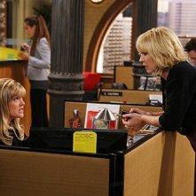 Accidentally on Purpose: Jenna Elfman ed Ashley Jensen nell'episodio Working Girl