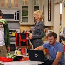 Accidentally on Purpose: Jenna Elfman, Jon Foster e Nicolas Wright nell'episodio Working Girl