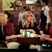 Accidentally on Purpose: Jenna Elfman, Lennon Parham ed Ashley Jensen nell'episodio Working Girl