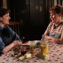 Mad Men: Elisabeth Moss ed Audrey Wasilewski nell'episodio The Arrangements