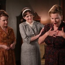 Mad Men: Elisabeth Moss, Myra Turley ed Audrey Wasilewski nell'episodio The Arrangements