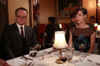 Mad Men: Embeth Davidtz e Jared Harris nell'episodio Love Among the Ruins