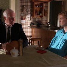 Mad Men: January Jones e Ryan Cutrona nell'episodio The Arrangements