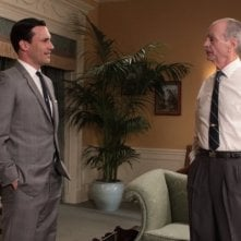Mad Men: Jon Hamm e Chelcie Ross in una scena dell'episodio Guy Walks Into an Advertising Agency