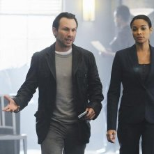 The Forgotten: Christian Slater e Rochelle Aytes nell'episodio Prison Jane