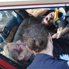 Trauma: Anastasia Griffith e Taylor Kinney in una scena dell'episodio Home Court