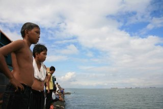 Una sequenza del film Baseco Bakal Boys di Ralston Jover (Filippine, 2009)
