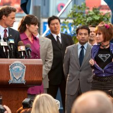 Ray Sacks (Dylan Neal) con Lois (Erica Durance) e Jayna (Allison Scagliotti) in una scena dell'episodio Idol di Smallville
