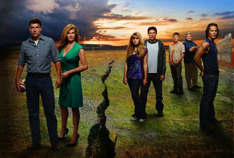 Friday Night Lights: Un'immagine promozionale del cast della stagione 4