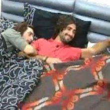 Grande Fratello 10: Davide e Maicol scherzano a letto